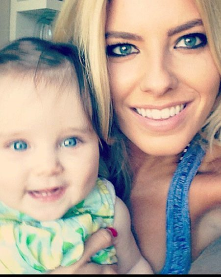 Mollie King posed with Una Healy's baby Aoife Belle for a Twitter picture