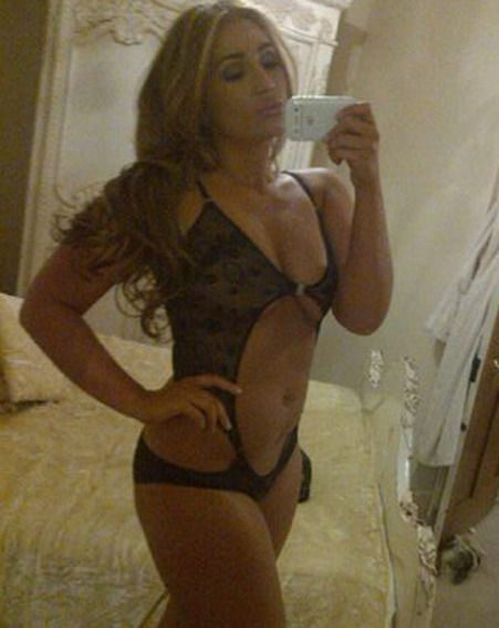 The former TOWIE girl posted the snaps flaunting her tiny frame on Twitter