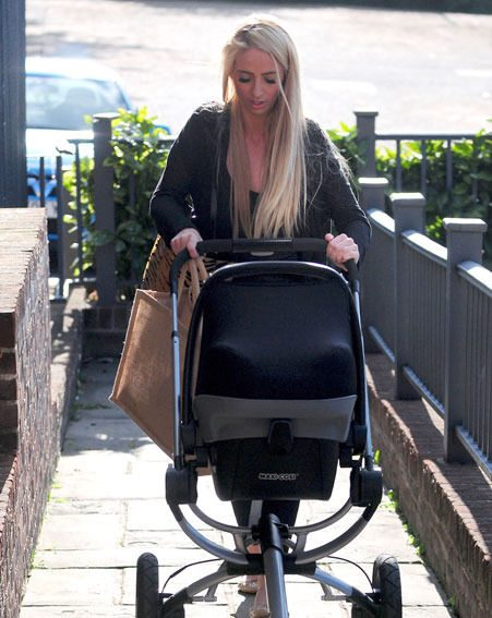 Chantelle Houghton is happy to care for baby Dolly as a single mother