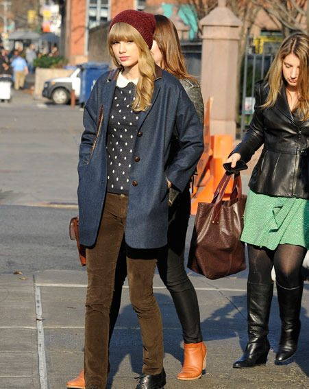 Taylor Swift was pictured out in Manhattan after spending the night with Harry Styles