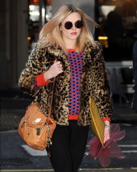Fearne Cotton wrapped up her baby bump as she headed to Radio 1 this morning