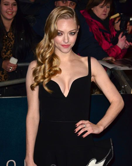 Amanda Seyfried showed off just the right amount of cleavage in her black and white Valencia dress