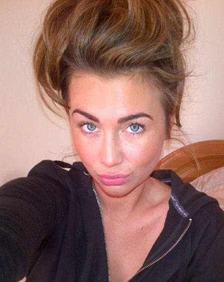 Lauren Goodger posted a snap without make-up and showing off her trademark pout on Twitter