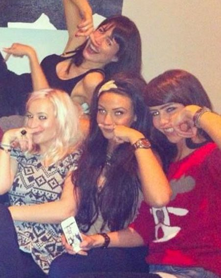 Michelle Keegan posed with pals for Twitter pictures before her girls night out