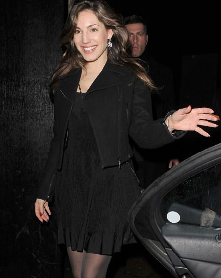 Kelly Brook let her natural beauty shine through as she went without make up during a night out