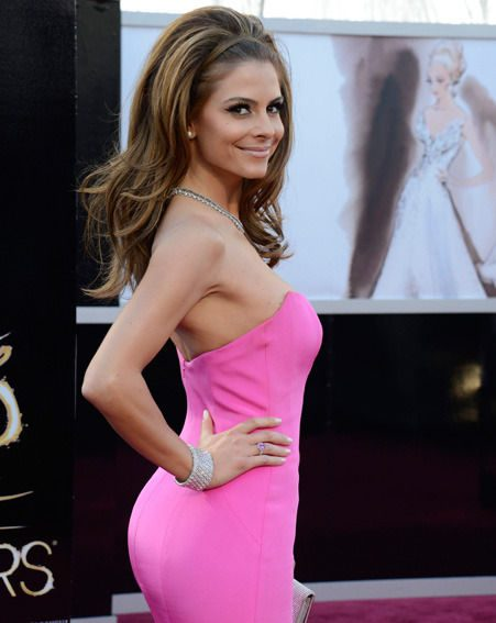 Maria Menounos had her hot pink Oscars 2013 frock fitted in a hotel bathroom