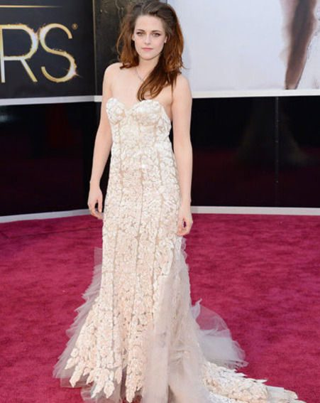 Kristen Stewart looked gorgeous in her Reem Acra gown